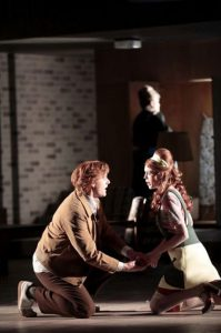 Samantha Gaul (Nannetta), Joshua Kohl, Falstaff (Theater Freiburg)
