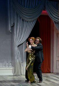 Samantha Gaul (Adele), Roberto Gionfriddo, Die FledermausSamantha Gaul (Adele), Die Fledermaus (Theater Freiburg)
